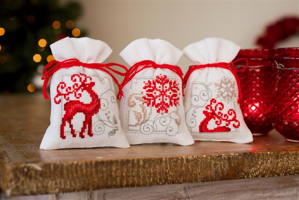 Deer and Snowflakes White Bags (Set of 3) -  Christmas Cross Stitch Kit